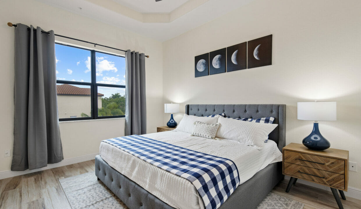 014_primary_bedroom_1_of_3